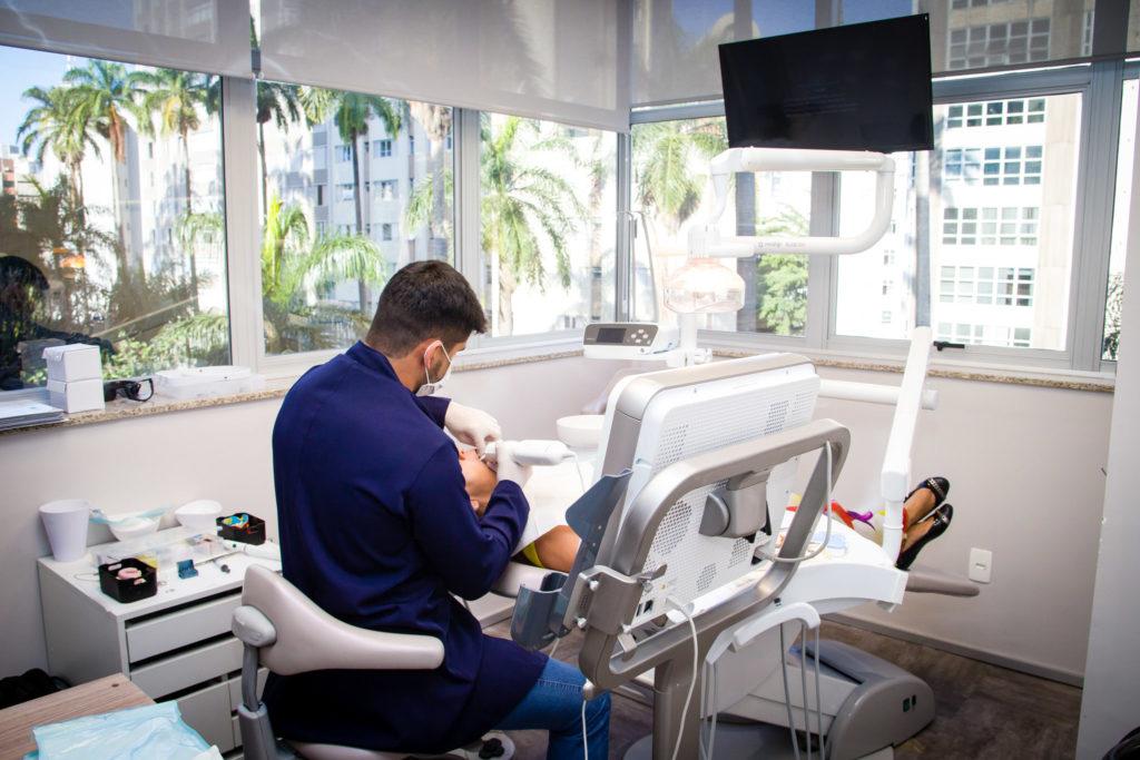 Dr Guilherme Castro Implante e Prótese