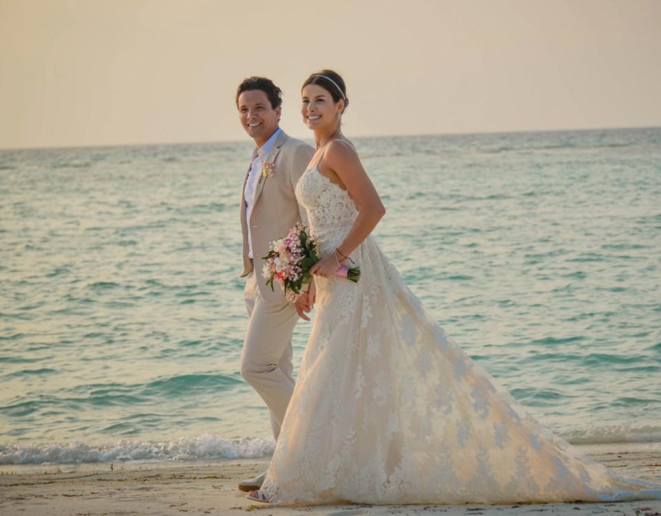 Casamento sorriso confiante no dia do sim