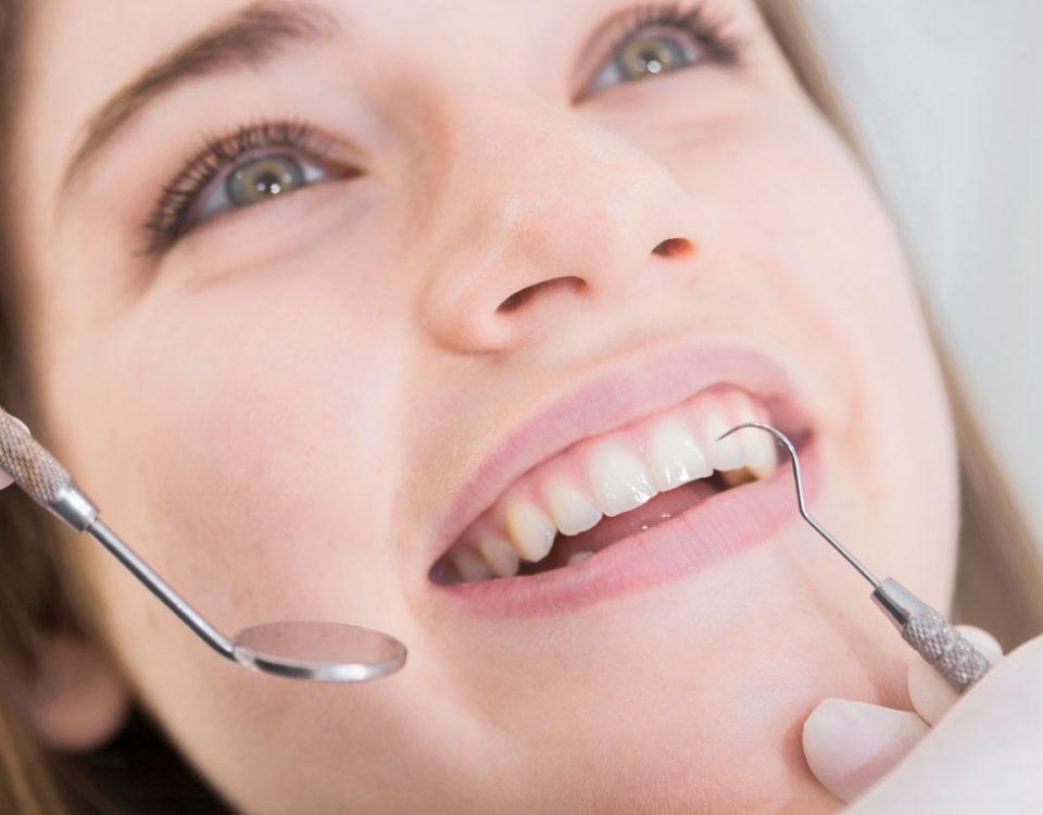 Implante dentário com mau cheiro: como higienizar o implante dentário?