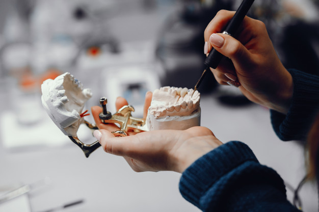 Quais são  as especializações da odontologia?